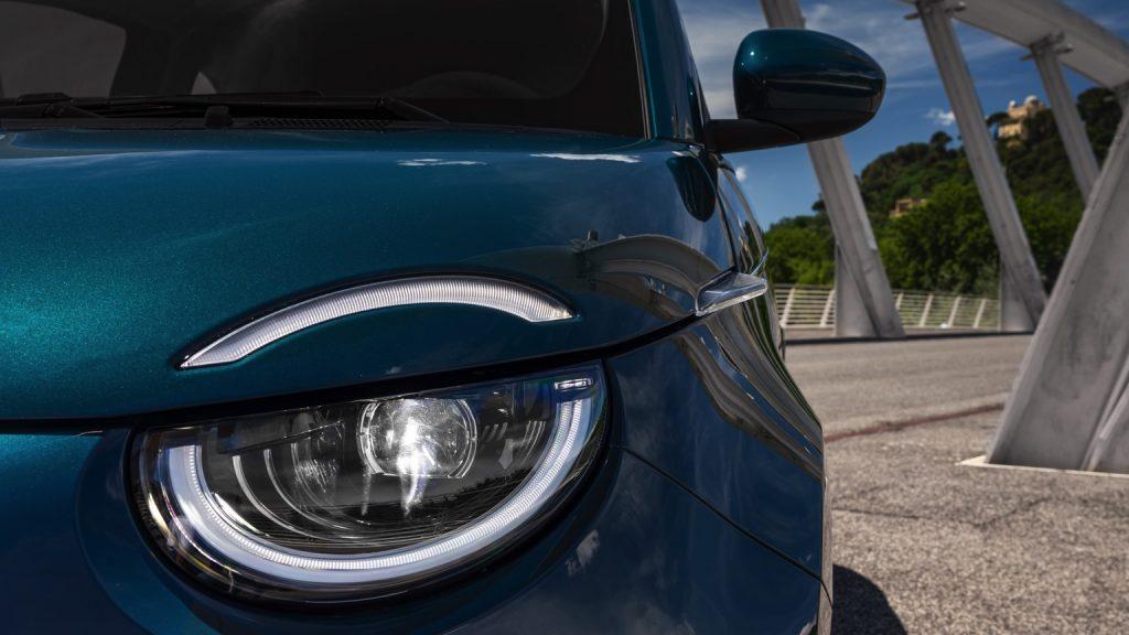 fiat_500e_hatchback_2020-182x-jpg